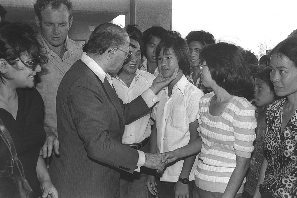 Flickr - Government Press Office (GPO) - PM MENAHEM BEGIN VISITS VIETNAMEESE REFUGEES WHO WERE ABSORBED IN AFULA