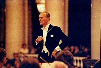 Francesco Mander - Conducting the St Petersburg Philharmonic in 1995