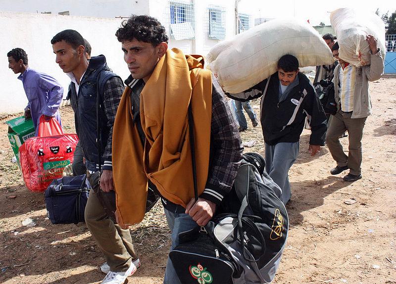 File:Fuir la mort en Libye (5509678232).jpg