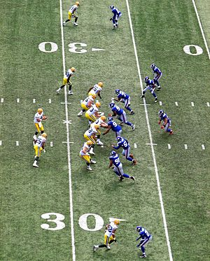 Shotgun formation - The Green Bay Packers (left) in the shotgun in a game against the New York Giants in 2007