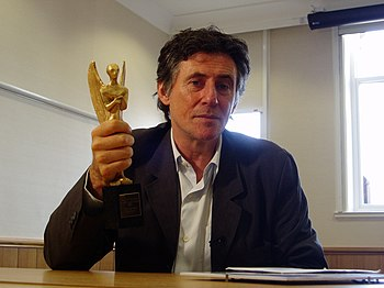 Irish actor Gabriel Byrne holding his Herald A...