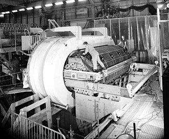 Gargamelle - Installation of the Gargamelle chamber body. Placement of the chamber in the oblong shaped magnet coils.