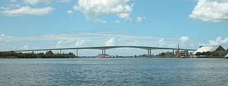 Sir Leo Hielscher Bridges - Image: Gateway Bridge 800