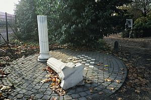 Zorgvlied (cemetery) - Gebroken Kolom, writers' monument