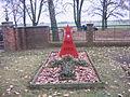 Gedenkstätte für gefallene Sowjetsoldaten auf dem Kahrener Friedhof.jpg