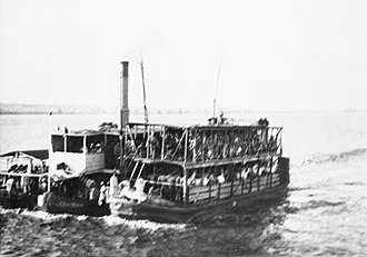 Wadi Halfa - A 19th-century photograph of British troops aboard a steamer connecting Wadi Halfa with Asyut during the Mahdist War.