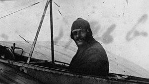 George-Valentin Bibescu École d'aviation de Pau, 1910 (Agence Meurisse).jpg