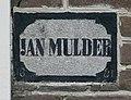 """Gevelsteen uit 1881, met de naam """"Jan Mulder"""", rechtsonder naast de entree in de voorgevel van het dwarshuis van de boerderij - Diever - 20414586 - RCE.jpg"""