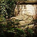 Grabmalrelikt im Brühler Garten, Erfurt.JPG