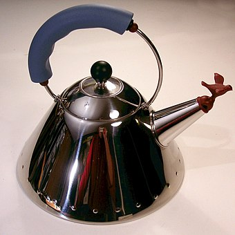 Alessi 9093 Teakettle, 1985 Graves kittel 1984.jpg