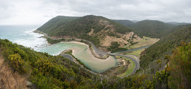 Fil:Great Ocean Road, Lorne, Australia - Feb 2012.jpg