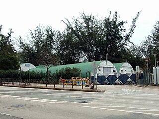 議員林大輝詢問政府會否考慮將九龍東軍營的部份地方改建住宅,發展局長陳茂波回應「會跟進,亦都做緊工夫」。 (圖片:Chong Fat@Wikimedia)