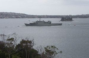HMAS Kanimbla (L 51) - HMAS Kanimbla leaving Port Jackson for the Persian Gulf in 2003
