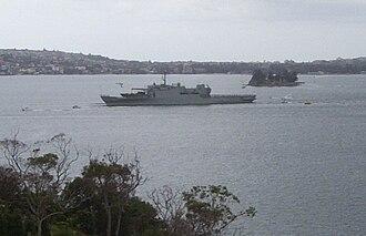 HMAS Kanimbla (L 51) - HMAS Kanimbla leaving Port Jackson for the Persian Gulf in 2003
