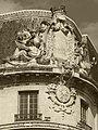 Haut relief d'angle hôtel des ingénieurs vue sépia.jpg