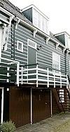 foto van Houten huis onder een lang zadeldak met de nrs 12 t/m 15 en 17