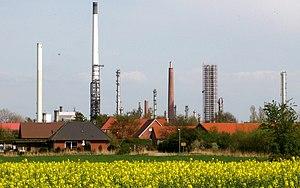 Shell Oil refinery in Hemmingstedt, Dithmarsch...
