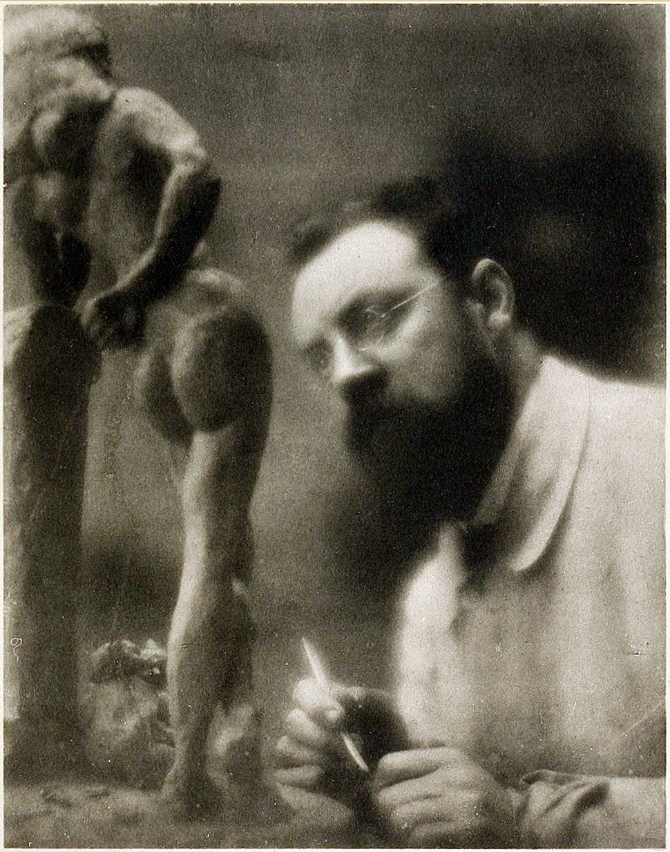 Henri Matisse and La Serpentine, fall 1909, Issy-les-Moulineaux, photograph by Edward Steichen.