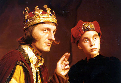 compare richard iii and homecoming Richard iii and the murder in the tower [peter a hancock] on amazoncom free shipping on qualifying offers since tudor times richard iii has been painted as the black legend, the murderous uncle—however.