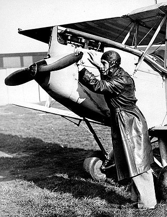 Henry Cotton (golfer) - Cotton training as a pilot at Croydon Airport in 1930