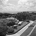Het Gouvernementspaleis aan het Gouvernementsplein in Paramaribo, gezien vanaf h, Bestanddeelnr 252-6091.jpg