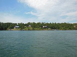 Homes on lake.JPG