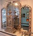 Horloge musée nacre.JPG