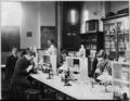 Howard Univ., Washington, D.C., ca. 1900 - class in bacteriology laboratory LCCN2001705795.tif