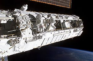 http://upload.wikimedia.org/wikipedia/commons/thumb/0/08/ISS_Truss_structure.jpg/300px-ISS_Truss_structure.jpg