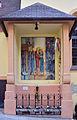 Imst - Johanneskirche - Kapellenbildstock mit Fresko von Elmar Kopp.jpg