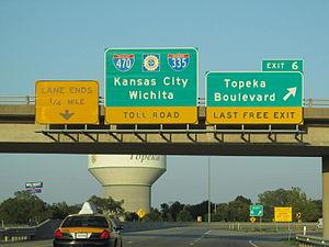 Interstate 470 (Kansas) - I-470 eastbound at Topeka Boulevard interchange