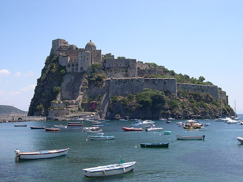 Ischia, Castello Aragonese (CC BY-SA 3.0, https://commons.wikimedia.org/w/index.php?curid=1045139)