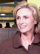 http://upload.wikimedia.org/wikipedia/commons/thumb/0/08/Jane_Lynch.jpg/170px-Jane_Lynch.jpg