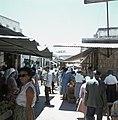 Jeruzalem Smalle en drukke marktstraat met aan weerzijden winkeltjes met veel p, Bestanddeelnr 255-9266.jpg