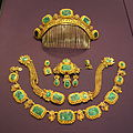 Jewelry set owned by Queen Sofia of Sweden and Norway, 1836-1913, gold and malachite - Nordiska museet - Stockholm, Sweden - DSC09758.JPG