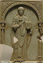 Relieve bizantino de Juan Crisóstomo (Siglo XI) en el museo de Louvre