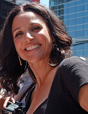 English: Julia Louis-Dreyfus attending a cerem...