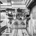 Kapiteel onder gootlijst 4e verdieping westzijde - Amsterdam - 20011784 - RCE.jpg