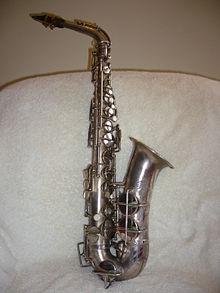 Ein Silberplattiertes Saxophon