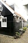 foto van Houten huis in het verlengde van het vorige maar iets hoger