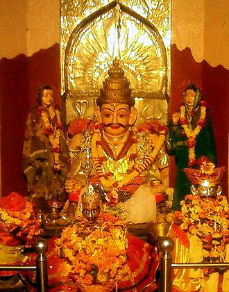 Khandoba - Khandoba with his two chief wives: Mhalsa and Banai.