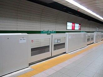 Kobe-Sannomiya Station - Automatic platform gate on platform 1 (installed in 2018)