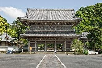 Kōmyō-ji (Kamakura) - Kōmyō-ji's huge sanmon, the biggest in the Kantō region