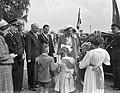 Koningin bezoekt Limburg (Mook en Middelaar), Bestanddeelnr 907-7592.jpg