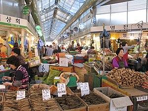 Gyeongdong Market - Image: Korea Seoul Gyeongdong Market 02