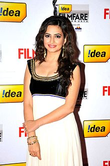 Kriti Kharbanda at 60th South Filmfare Awards 2013.jpg