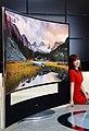 LG전자-LG디스플레이, 세계최초 '105형 곡면 울트라HD TV' 공개 (2).jpg