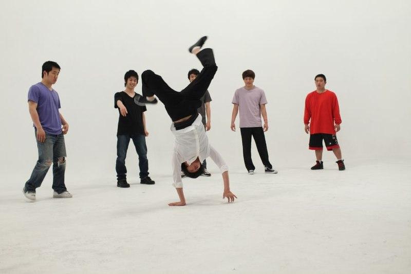 File:LG 시네마 3D 모니터 광고 촬영 사진- 송중기의 3D 댄스 (5851747116).jpg