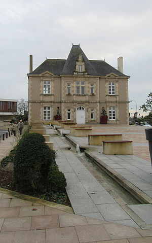 L'Huisserie - Image: L Huisserie Hotel de Ville