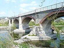 Il ponte della Maddalena, del 1210, sul fiume Entella